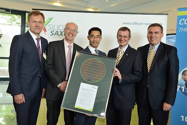 Helmut Warnecke (head of Silicon Saxony e.V.), Rutger Wijburg (Senior Vice President Globalfoundries), Federal Minister  of Economics Dr. Roesler and Hartmut Fiedler, Saxon Secretary of State for Economic Affairs