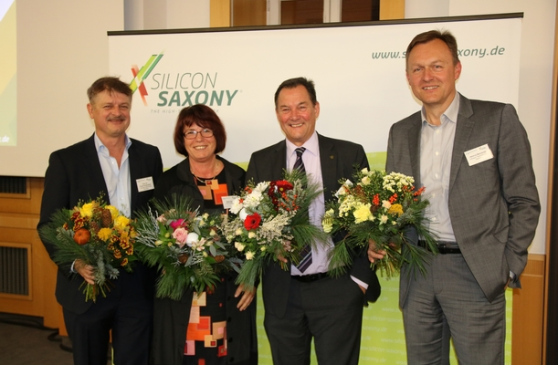 At the Silicon Saxony e.V. AGM on 23 November in Dresden, the members of the high tech trade association confirmed their previous management in office: Prof. Dr. Frank Schönefeld, Gitta Haupold, Heinz Martin Esser and Helmut Warnecke (from left to right)