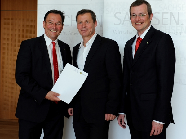 from left to right: Heinz Martin Esser, President, Silicon Saxony e. V., Dr. Udo Nothelfer, regional Embassador Silicon Saxony, Hartmut Fiedler, State Secretary, Saxon Ministry for Economic Affairs