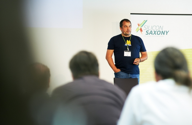 """Robert Panholzer, Atlassian, Channel Manager DACH bei seiner Keynote """"A story about successful mistakes and a permanent culture of innovation"""""""